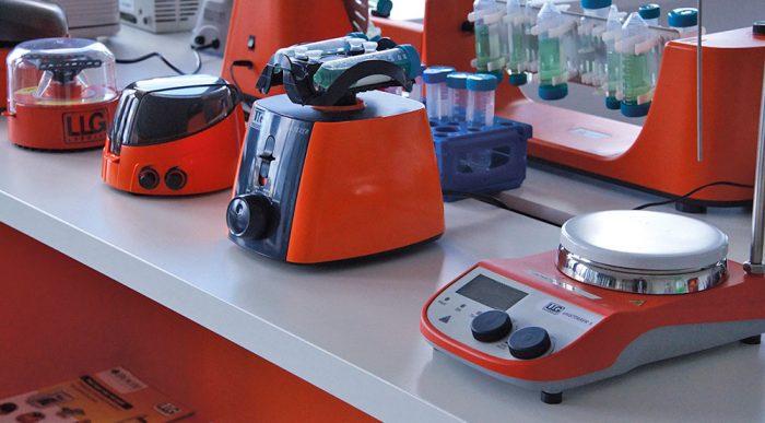 Laboratorium apparatuur bij Boom